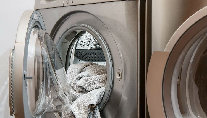 Laundry machine with cloths